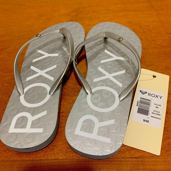 Silver Roxy Flip Flops. Size 9.